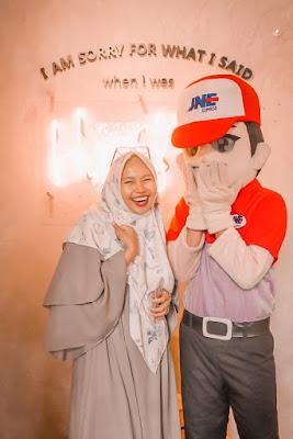 bayar jne makin mudah dengan gopay, gopay membantu meningkatkan ekonomi indonesia, bisnis online dengan cashless