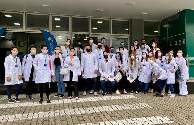 Alunos de Medicina atuam como voluntários na linha de frente do atendimento aos pacientes com Covid-19 em Cubatão (SP)