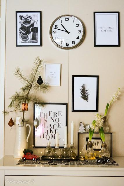 joulukoti joulukuusi olohuoneen sisustus joulu sohva adventtikynttilä