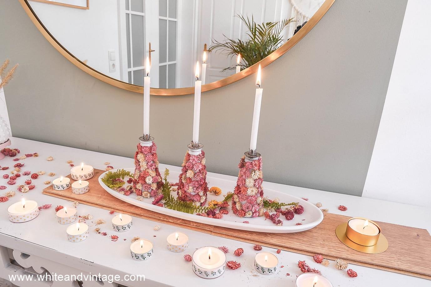 Sommerliche Dekoidee mit selbstgebastelten Kerzenhaltern.