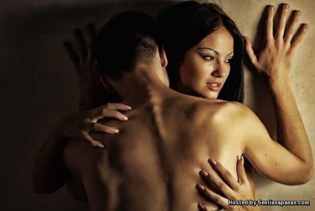 Wanita Barat Objek Seks.jpg