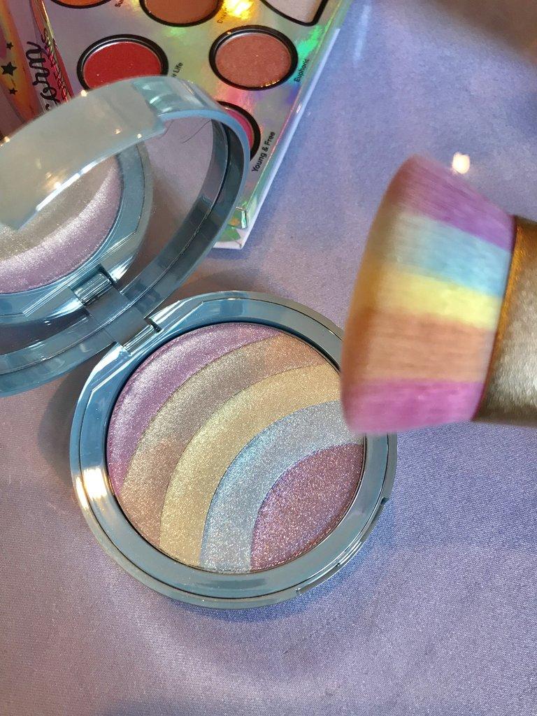 Too-Faced-Cosmetics-Rainbow-Strobe-Highlighter