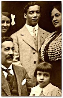 Carlos Mostardeiro (Xiru) - Jogou de 1909 a 1912 e Hemetério Mostardeiro (de bigode). Foto de 1915.
