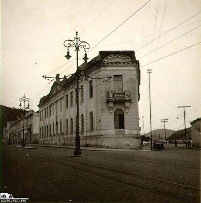 Antigo Grupo Escolar Gomes Cardim, atual Escola de Arte FAFI. Acervo Arquivo Geral da Prefeitura de Vitória. Anos 1940.