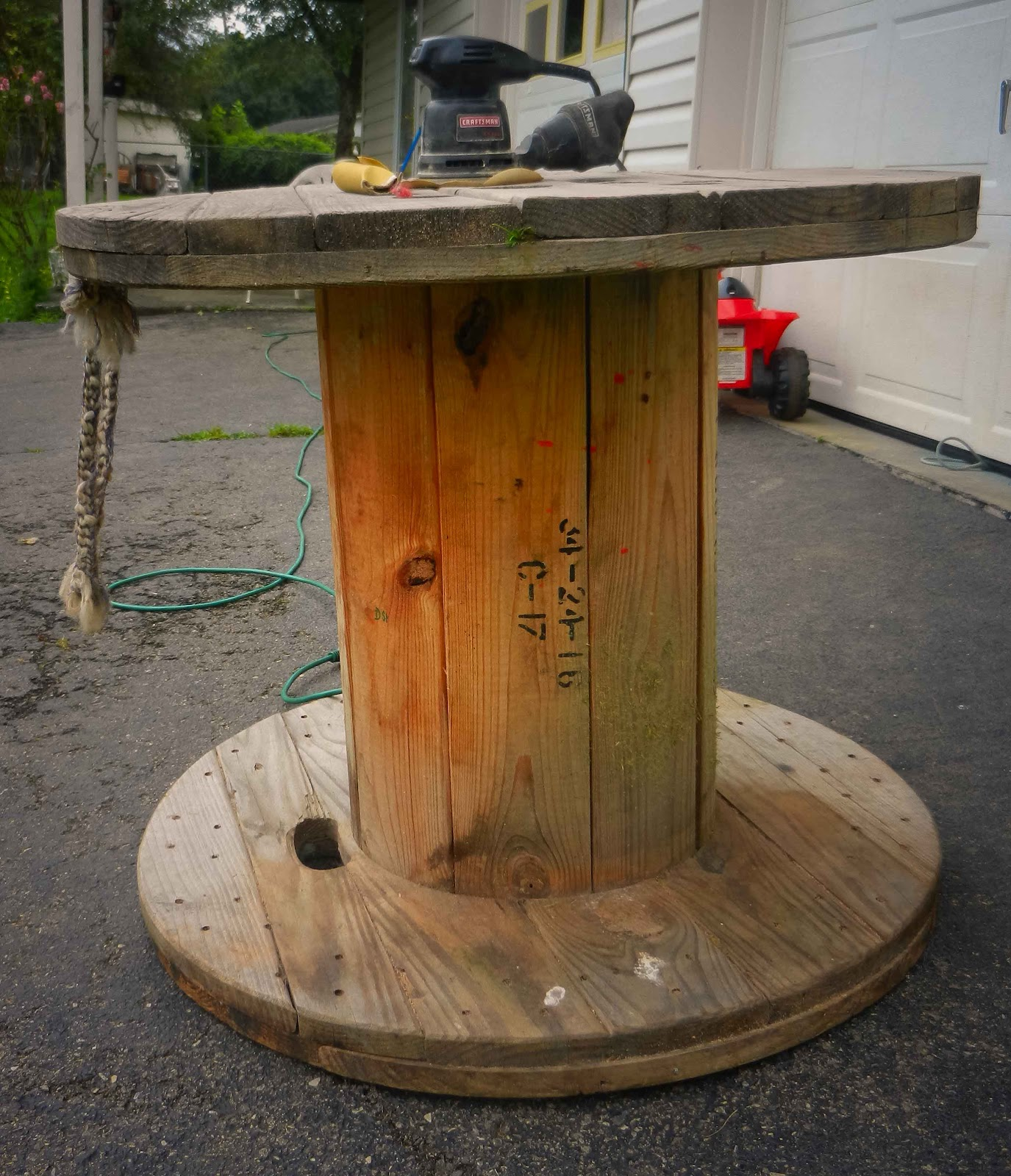 My Lowes Card >> Artistic Icing: Wooden Spool End Table ... my latest DIY idea from Pinterest