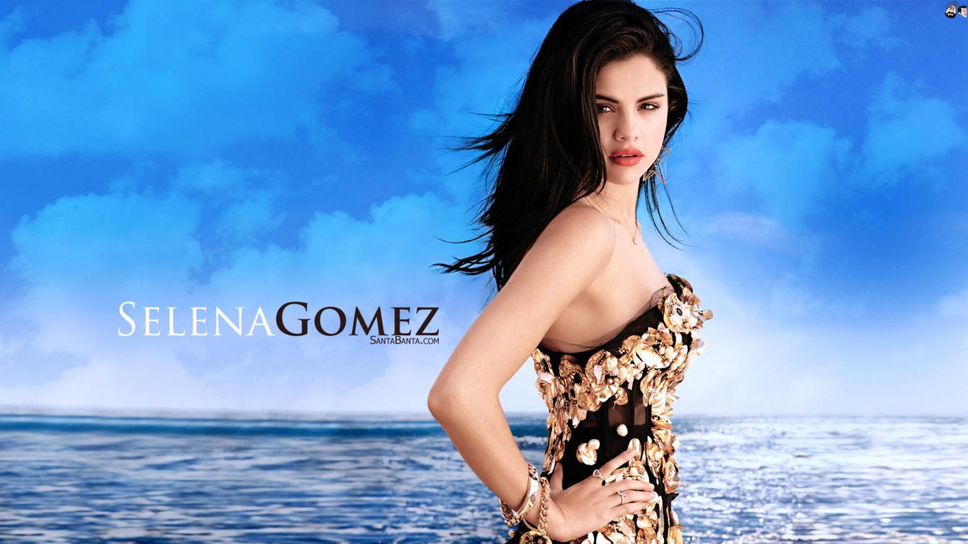 Selena Gomez in Ocean HD Wallpaper