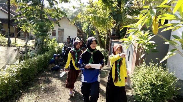 Penjelajahan sekaligus pendataan dan pembagian bingkisan kepada masyarakat sekitar