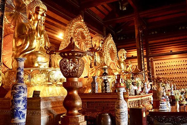 LES RELIGIONS ET LES CULTES FOLKLORIQUES AU VIETNAM