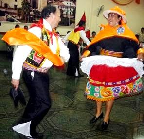 Foto de Huaylas moderno se baile con zapatos