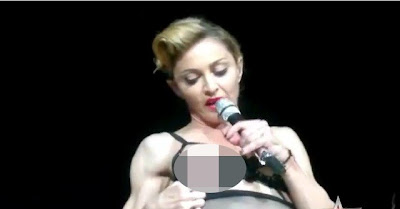 Madonna-Flashes-Nipple-At-Istanbul-Concert