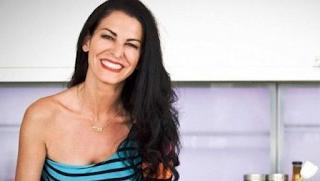 Αγνώριστη η Ελένη Ψυχούλη: Έκοψε τα μαλλιά της και έγινε... ξανθιά