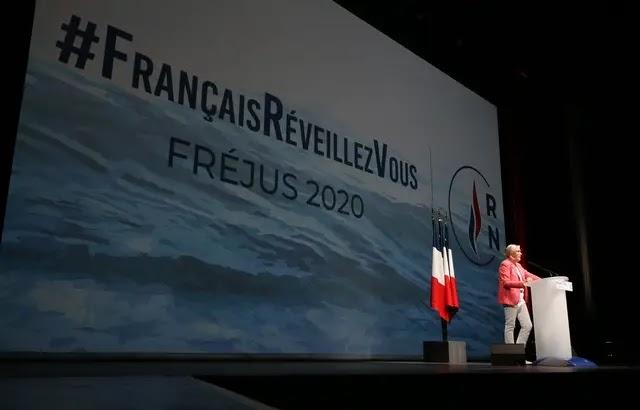 """Marine Le Pen dément toute inspiration de l'Allemagne nazie pour son nouveau slogan """"#FrançaisRéveillezVous"""""""