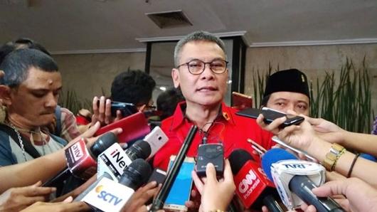 Aksi Johan Budi Berkali-kali Ingatkan Tito di Senayan