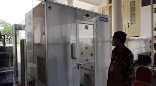 Di Indonesia Bilik Disinfektan Cuma Ada di Istana, Di Vietnam Semua Bisa Pakai