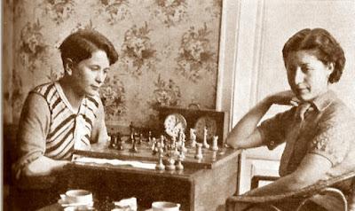 Las ajedrecistas Sonja Graf y Montserrat Puigcercós