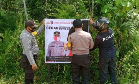 Polsek Tanah Siang Pasang Spanduk Himbauan Kapolres Agar Masyarakat Pakai Masker