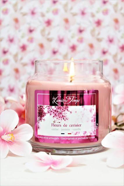 Bougie Parfumée Bonbonnière Fleurs de Cerisier avis, bougie parfumée en forme de bonbonnière, bougie parfumée naturelle, bougie parfumée naturelle fleur de cerisier, parfum d'intérieur cherry blossom, bougie fleurs de cerisier les lumières du temps, les lumières du temps