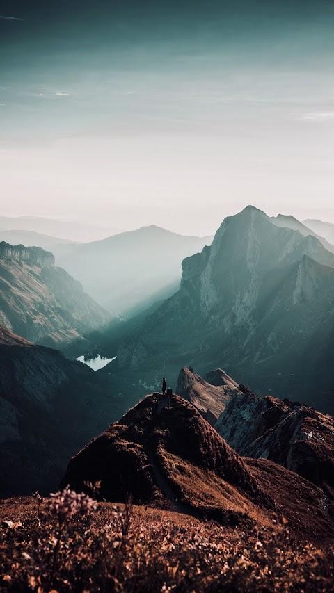 Đứng Trên Đỉnh Núi