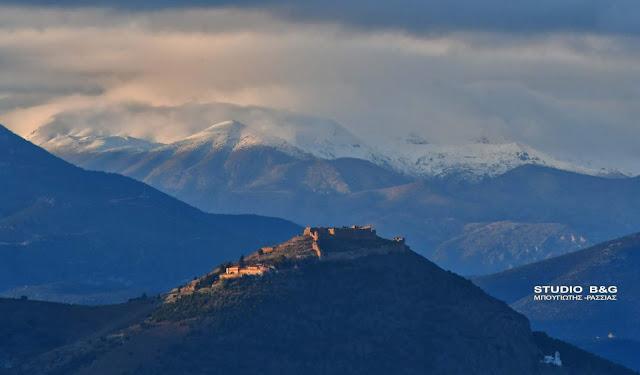 Τα πρώτα χιόνια έπεσαν στη Ζήρεια - Ορατά και από την Αργολίδα