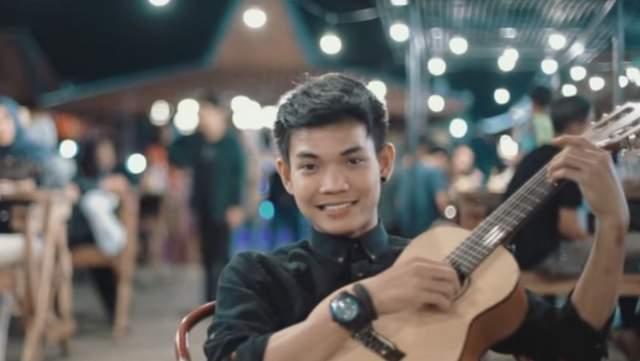 Chord Gitar  & Lirik  Aku Rela - Tri Suaka, Musisi Jogja