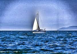 A foto mostra um veleiro solitário fazendo suas aventuras no oceano rumo a Google Apps.