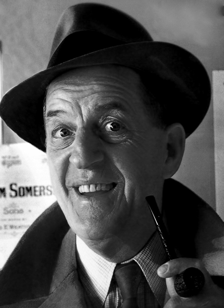 Famous Pipe Smokers Stanley Holloway