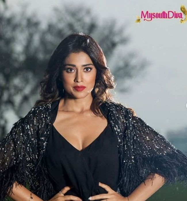 Actors Gallery: Shriya Saran Latest Pictures