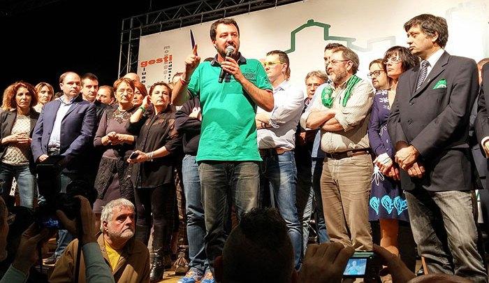 """قلق وسط الجالية المغربية بإسبانيا بعد فوز حزب """"فاشي"""" في الانتخابات بالأندلس"""
