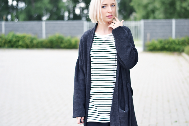 Belgian fashion blogger: Mango, wool, cardigan, dark grey, robe, coat, striped dress, lace dress, detail, zara, vero moda, bershka white skinny jeans, h&m divided western boots. white hair, bob hairstyle, long bob, short bob,