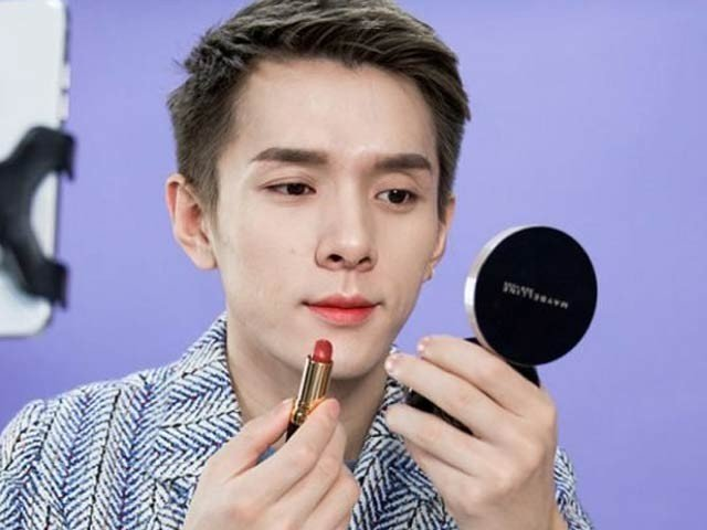 King of Lipstick: The male model who made the Lipstick brand famous in China