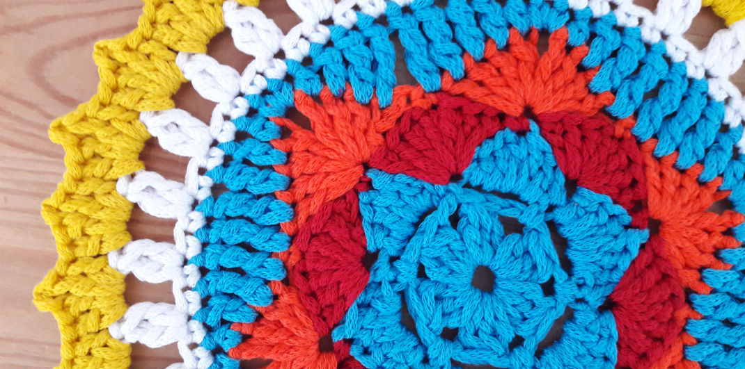 Sunny mandala: free crochet pattern by Happy in Red