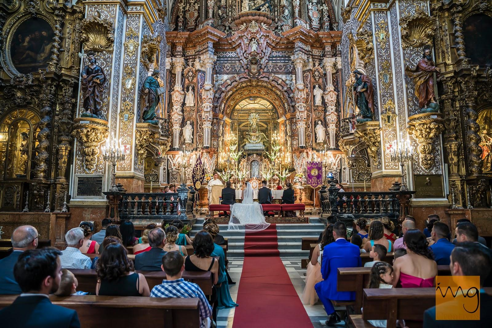 Fotografía de la Iglesia Virgen de las Angustias el dia de la boda