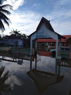 Desa Danau Embat Pun Terendam Banjir, Kades : Kali ini Debit air naik sangat kuat akibat luapan , Akses Jalan pun Terputus