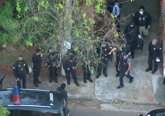 Polícia cumpre mandado de busca e apreensão em casa que consta na relação de bens do presidente Jair Bolsonaro