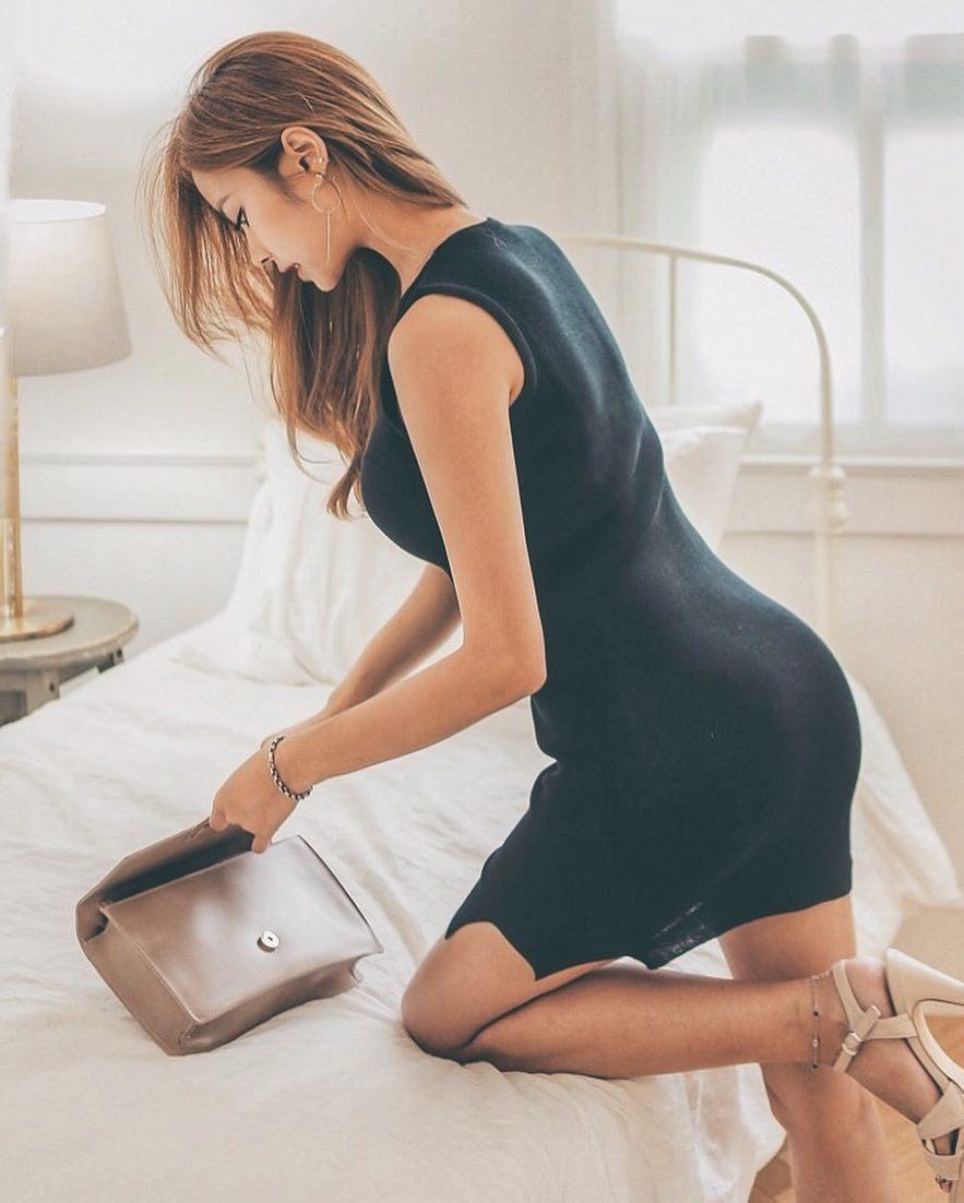 헉소리나는 모델 김주희의 뒤태