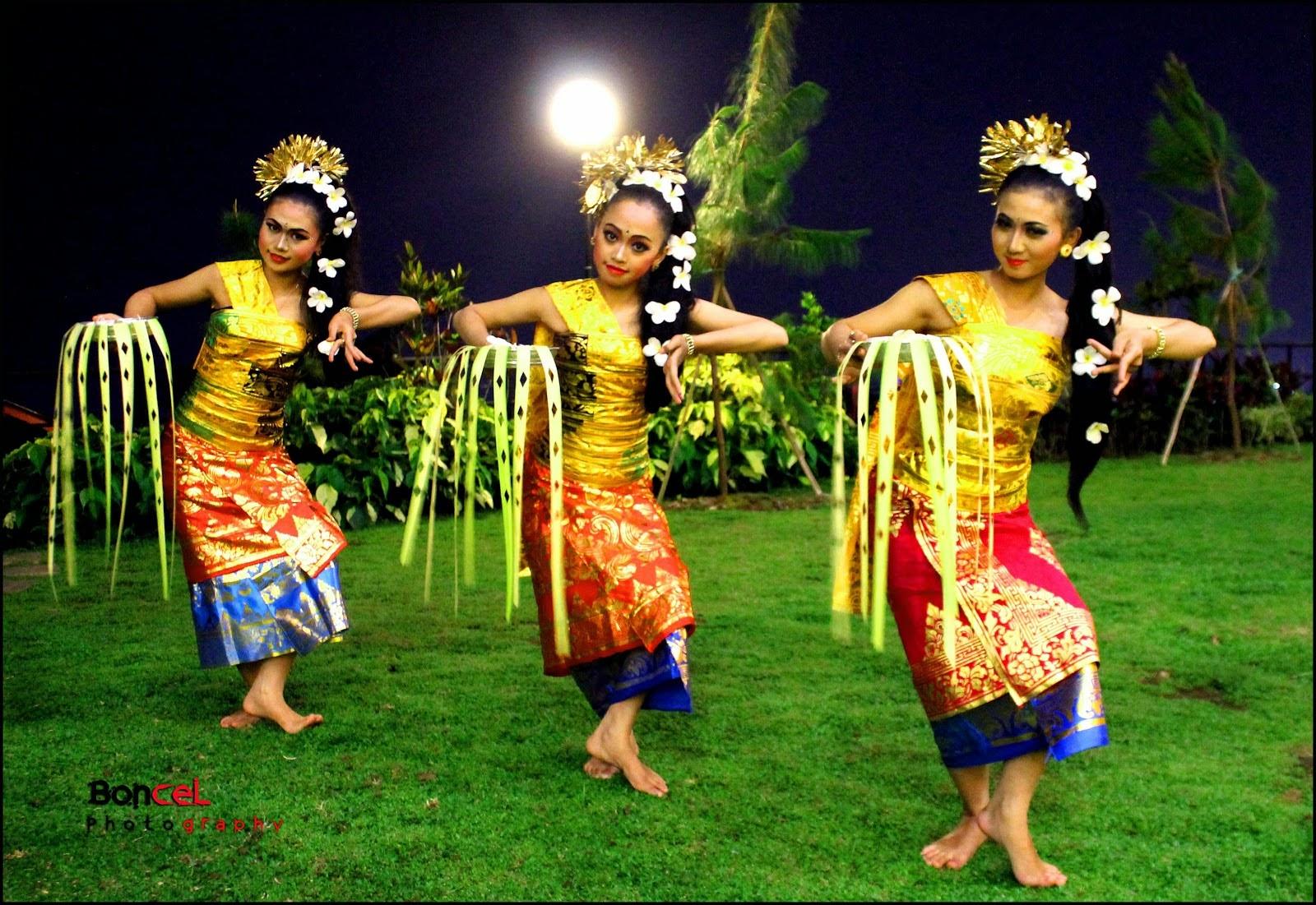 pendet dance is original art from bali Indonesia-tari ...