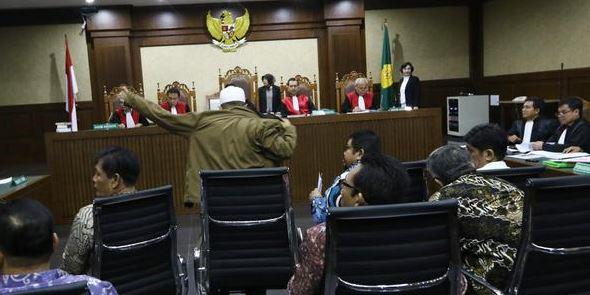 Korupsi Berjemaah Anggota DPRD, Mental Sesat yang Jadi Tren?