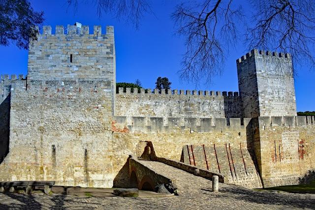 Castillos-de-Portugal, entrada al Castillo de San Jorge