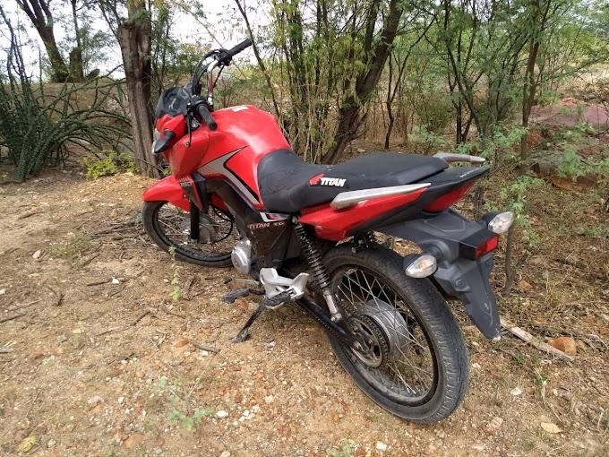 Polícia Militar recupera motocicleta com restrição de roubo em Jacobina