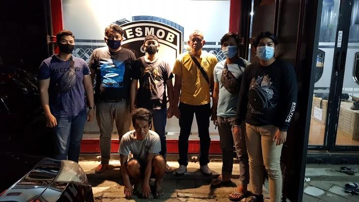 Anggota Resmob Polda Sulsel Mengamankan Pelaku Pencurian Emas Batangan