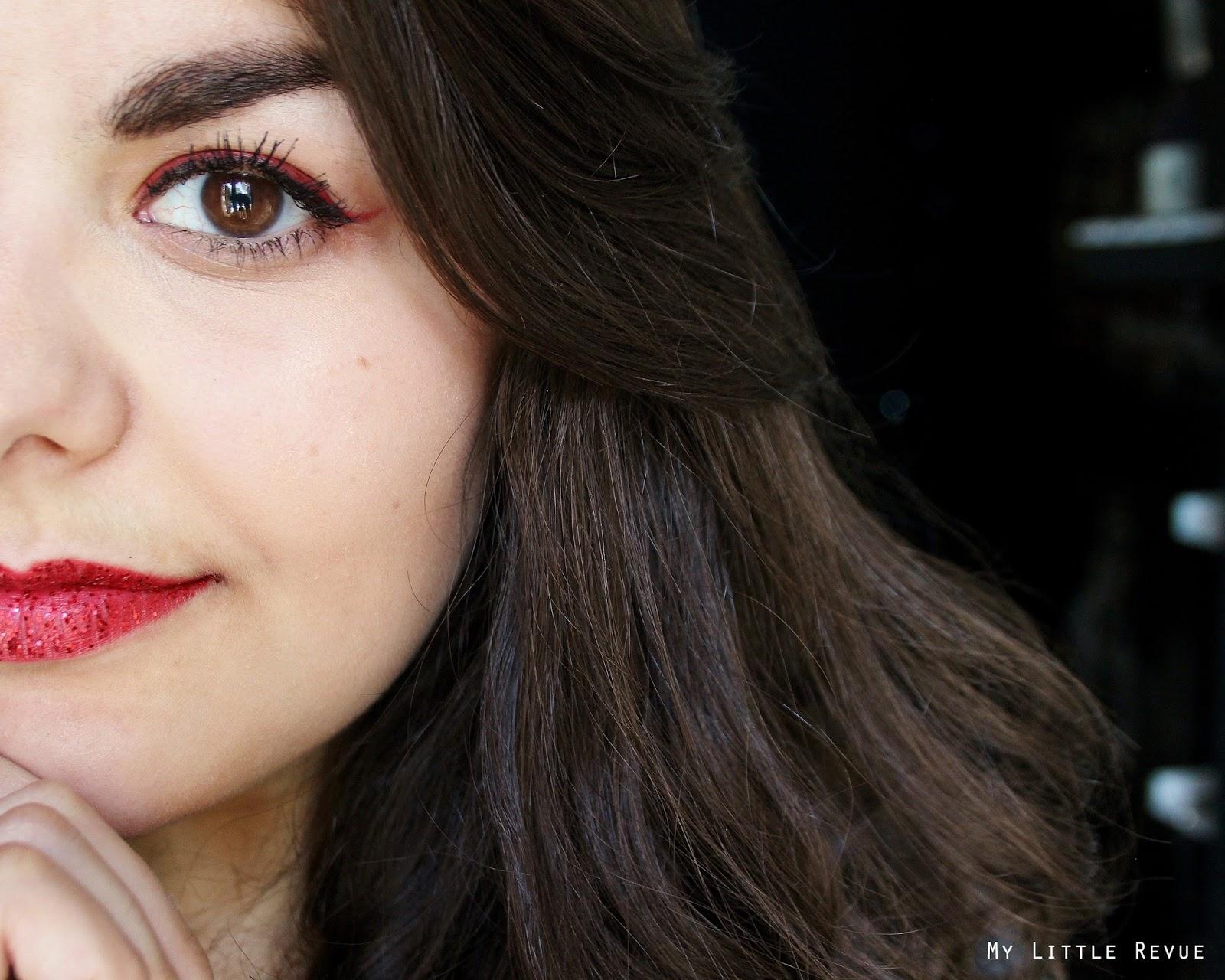 maquillage rouge double liner noir et rouge et lèvres rouges pailletées