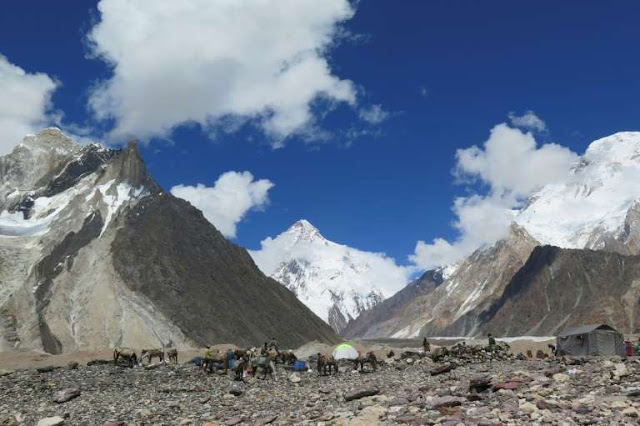 Bad weather halts search for missing climbers on Pakistan's K2
