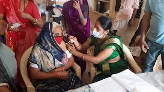 76 वर्षीय महिला ने लगवाया कोविड-19 वैक्सीन का दूसरा डोज
