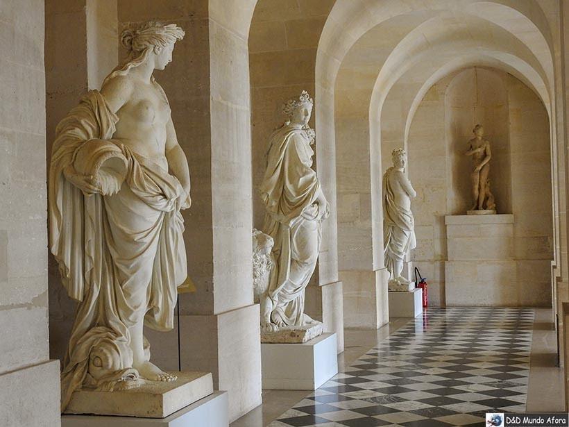 Detalhes de algumas obras de artes no Palácio de Versalhes