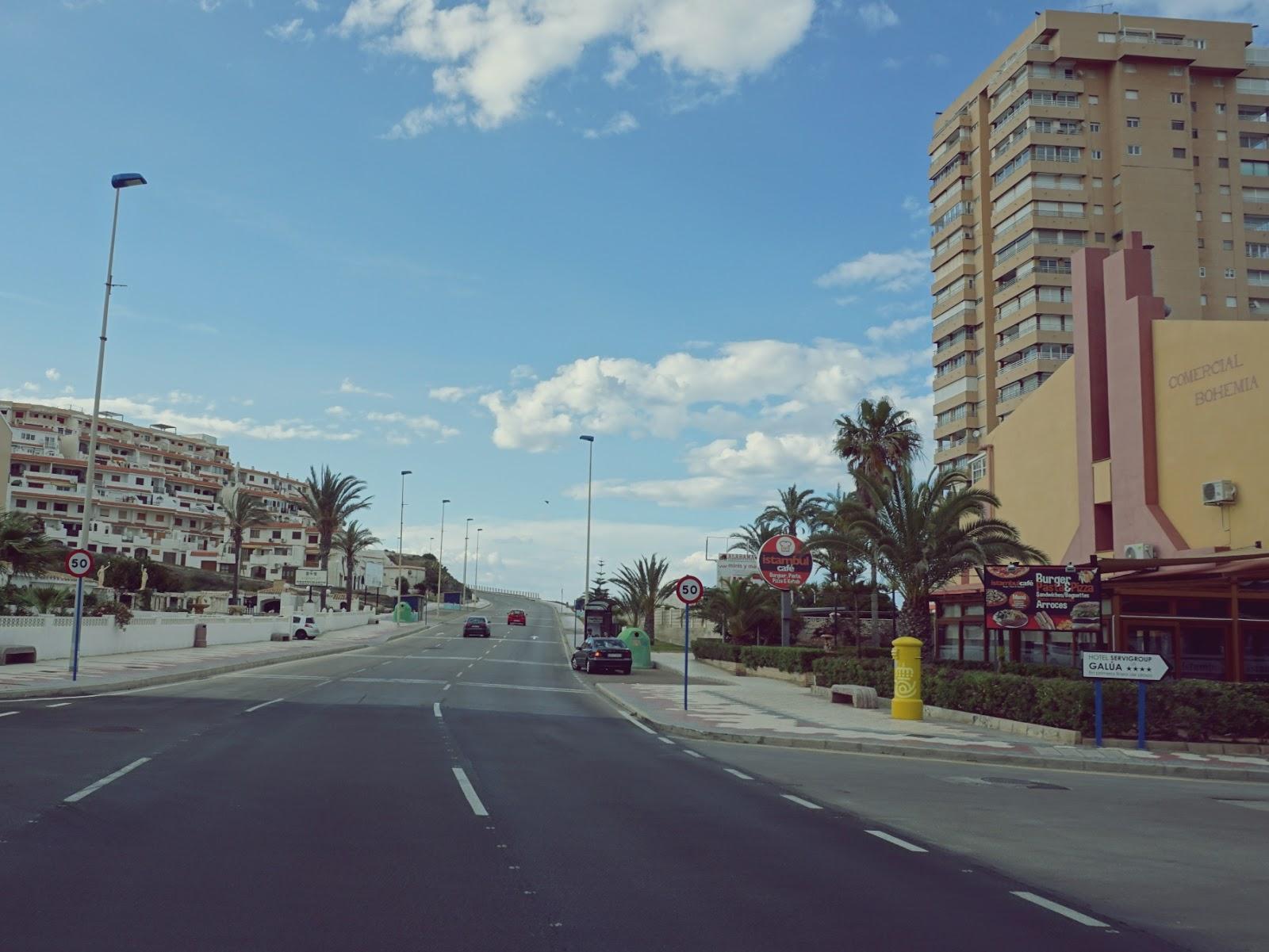 ulice, miasto, Pani Dorcia, panidorcia blog, blog o Islandii, blog o Hiszpanii, wakacje w Hiszpanii, urlop w Hiszpanii, La Manga, morze, plaża, La Mar Menor