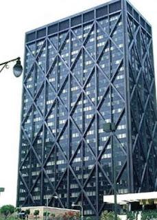 Gedung dengan Perkuatan Steel Braced Frame