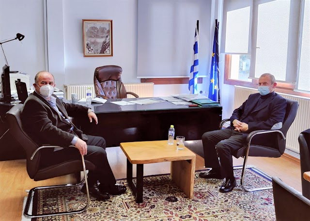 Συνάντηση του προέδρου του επιμελητήριου Πιερίας κ. Ηλία Χατζηχριστοδουλου με το Δήμαρχο Δίου - Ολύμπου κ. Ευάγγελο Γερολιολιο με θέμα την αξιοποίηση και ανάπτυξη του Ολύμπου