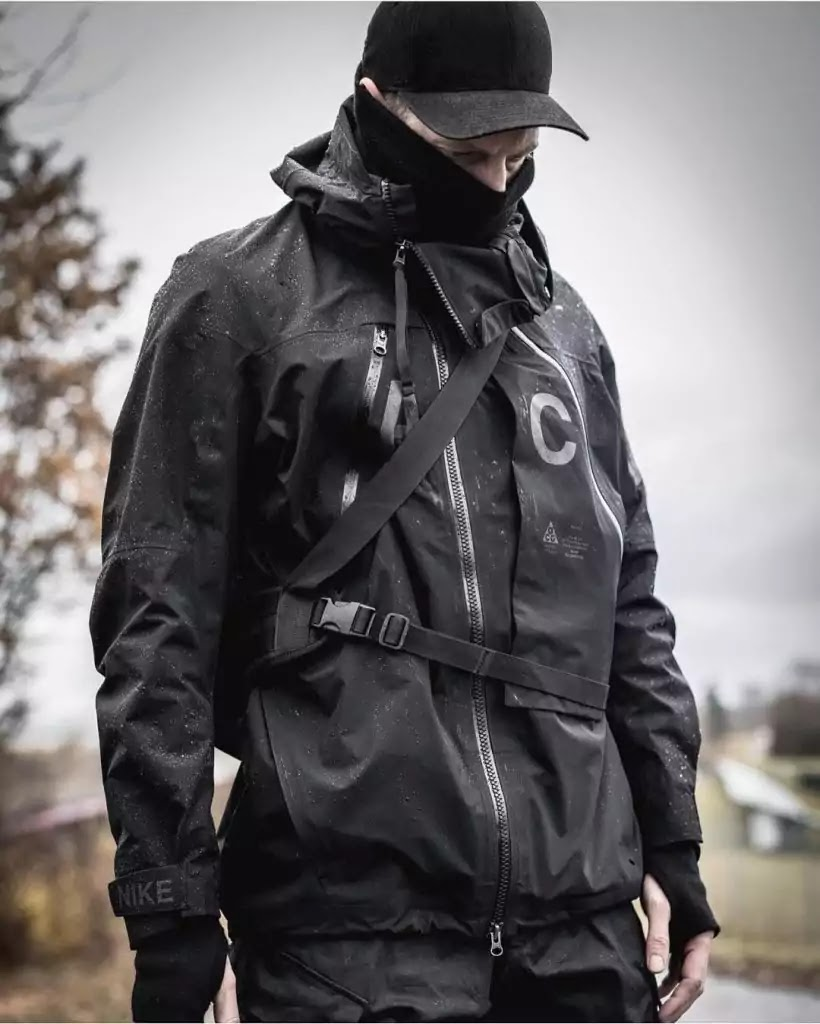 Techwear-accessory-idea-mens