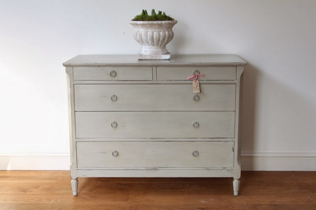 Painted furniture in Farrow and Ball Hardwick White
