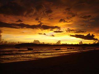 อ่าวนางยามเย็น ก่อนพระอาทิตย์ตก เป็นจุดชมวิวที่สวยที่สุดอีกแห่งหนึ่งในจังหวัดกระบี่